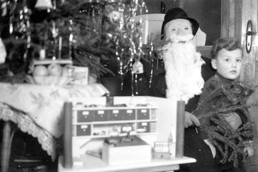 gespanntes warten unter dem weihnachtsbaum chroniknet. Black Bedroom Furniture Sets. Home Design Ideas